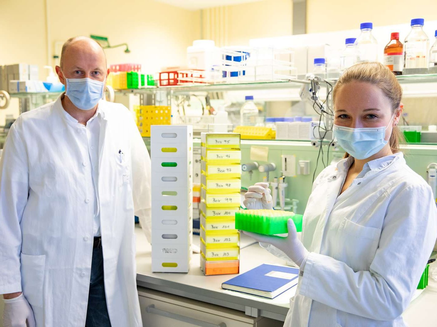 Professor Dr Georg Behrens and doctoral student Anne Cossmann with stored blood samples from the CoCo study.